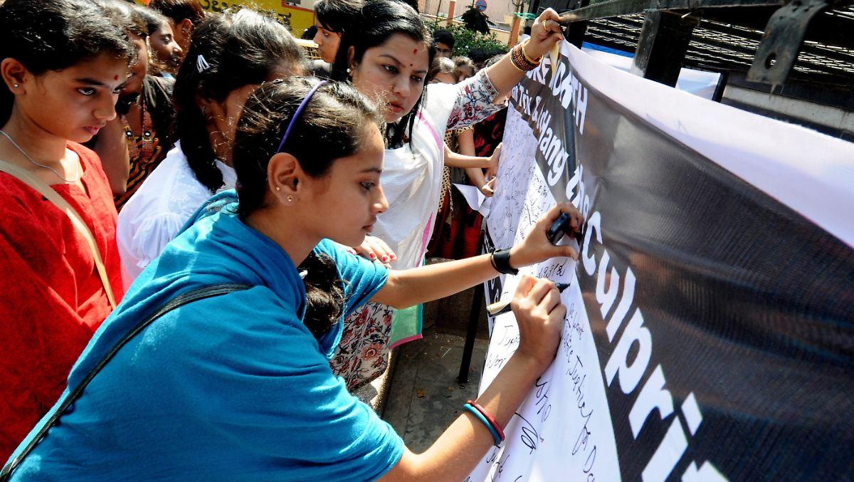 Heiße Inderin Fertigt Bei Casting Zwei Pimmel Ab