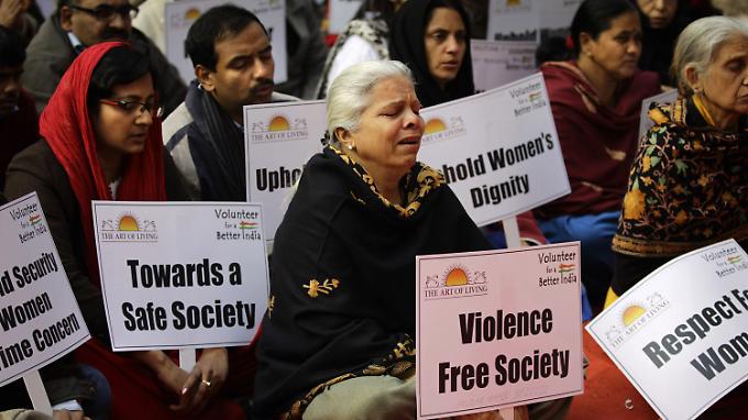 Inder gedenken dem verstorbenen Vergewaltigungsopfer.