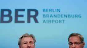 Berlins Regierender Bürgermeister Wowereit und Brandenburgs Ministerpräsident Platzeck gehen in Deckung.