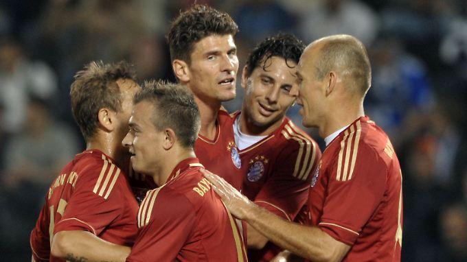 Die Bayern jubeln nach dem 5:0-Treffer in der 2. Halbzeit.