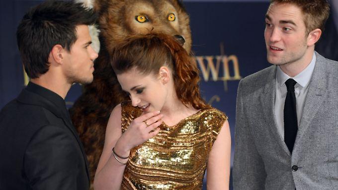 """Peinliche Gewinnchancen: Taylor Lautner, Kristen Stewart und Robert Pattinson im November 2012 in Berlin bei der Premiere von """"Breaking Dawn - Bis(s) zum Ende der Nacht (Teil 2)""""."""