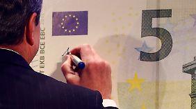 Anders als bei seinem künftigen US-Kollegen Jack Lew hat sich über Mario Draghis Unterschrift noch niemand mokiert.