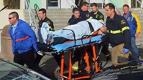 Der Schock nach dem Massaker von Newtown sitzt noch immer tief, da fallen an einer anderen US-Schule erneut Schüsse. Ein Schüler wird schwer verletzt.