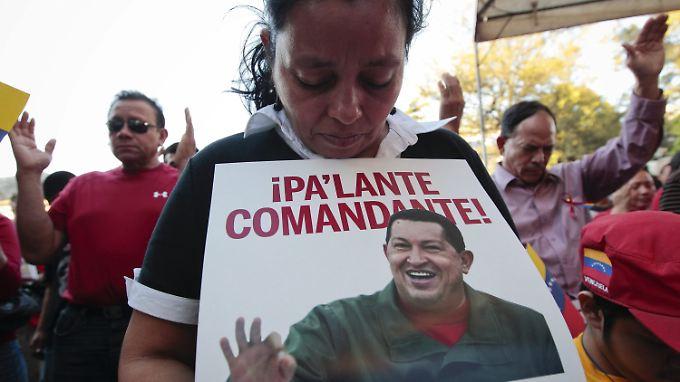 Beten für den Comandante: Die Anhänger von Hugo Chávez sind in großer Sorge.