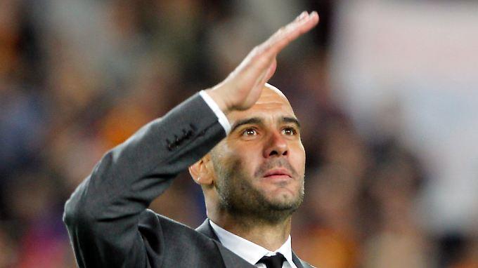 Grüßt hier der nächste Bayern-Trainer? Ex-Barca-Coach Pep Guardiola.