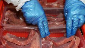 Fleisch mit Zertifizierung: Auf diesem Weg sollen die Lebensbedingungen möglichst vieler Tiere verbessert werden.
