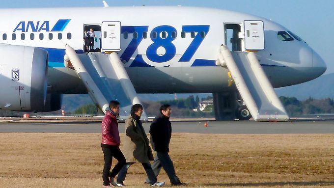 """Japanische Airlines greifen nach erneuter Panne eines """"Dreamliners"""" durch: Die Boeing-Maschinen bleiben vorerst am Boden."""