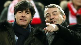 Guck mal wer da guckt! Jogi Löw und DFB-Präsident Wolfgang Niersbach wurden in Düsseldorf gesichtet.