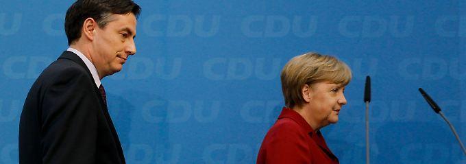 McAllister und Merkel nach der Pressekonferenz im Konrad-Adenauer-Haus in Berlin.