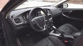 Hochwertig und elegant präsentiert sich der Innenraum des V40.