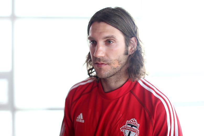 Am Ende sind gesundheitliche Probleme schuld. Ex-Fußball-Nationalspieler Torsten Frings beendet seine Karriere. Der Mittelfeldspieler war zuletzt Kapitän des FC Toronto in der nordamerikanischen Profiliga MLS.