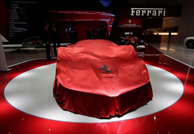 Paukenschlag auf dem Ferrari-Stand: Die italienische Traumwagenschmiede präsentiert ein Extrem-Modell, ...