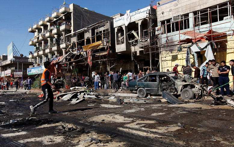 Irak, im März 2013: Eine Autobombe in einem Schiiten-Viertel der Hauptstadt Bagdad richtet Verwüstungen an.
