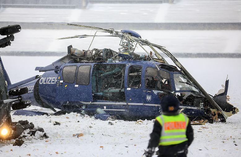 Entsetzen in Berlin. Zwei Hubschrauber stürzen ab, nachdem sie kollidiert sind.