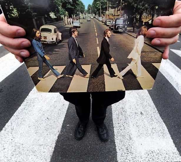 """Es gibt Plattencover, die sind so berühmt, dass sie fast jeder kennt - so wie """"Abbey Road"""" von den Beatles oder ..."""