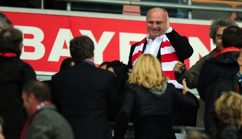 Zumindest im Münchner Anhang ist Uli Hoeneß trotz seiner Steueraffäre noch sehr beliebt. Auch bei den Frauen.