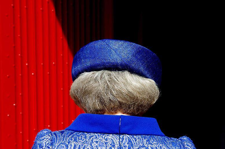 33 Jahre war sie die Königin der Niederlande, jetzt hat die 75-Jährige die Geschäfte an ihren Sohn übergeben.