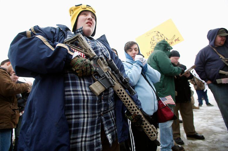 Die US-Amerikaner und ihr Verhältnis zu Waffen: In Europa verursacht es immer wieder Kopfschütteln, wenn Bilder wie diese erscheinen.