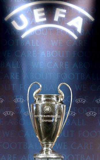 Zum 20. Mal spielen zwei Teams im Finale der Champions League um diesen Pokal. 19 Sieger stehen schon in den Annalen, der 20. Titelträger kommt aus Deutschland. Doch wer hat den Pokal in all den Jahren noch gleich nach Hause geholt? Und wann?