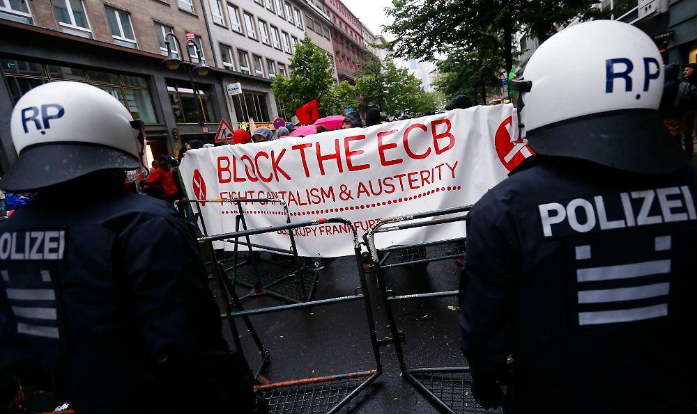 Europe 1 Juin 2013 dans chaud Es-werden-weitere-Protestaktionen-der-Blockupy-am-Wochenende-erwartet