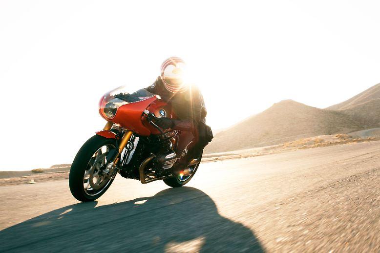 Emotional, schnell und auffällig orange: In Erinnerung an eine Motorrad-Designikone hat BMW ein Show-Bike vorgestellt.