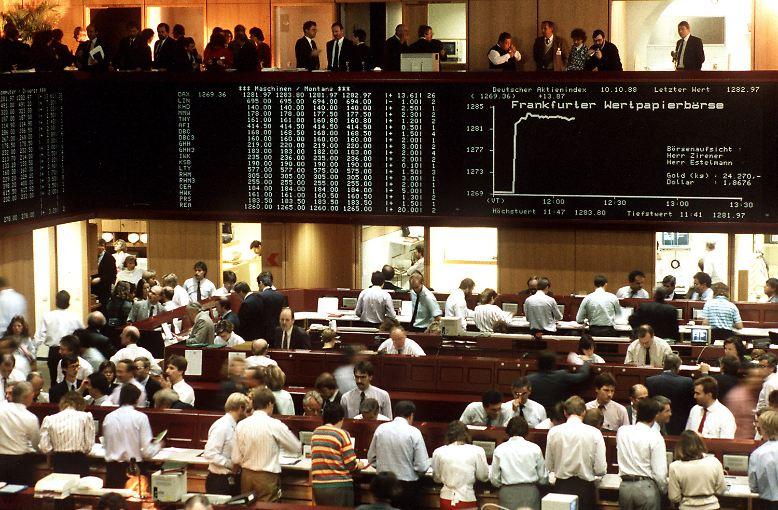 """Die Namensgebung war denn auch umstritten: Ursprünglich hieß der Index """"DAI"""" (Deutscher Aktienindex). Doch das klang vielen Investoren zu japanisch - das Barometer wurde schon bald in """"Dax"""" umbenannt."""