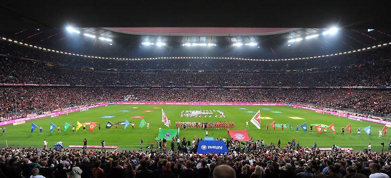Es wird wieder Fußball gespielt, die 51. Bundesliga-Saison ist angepfiffen.