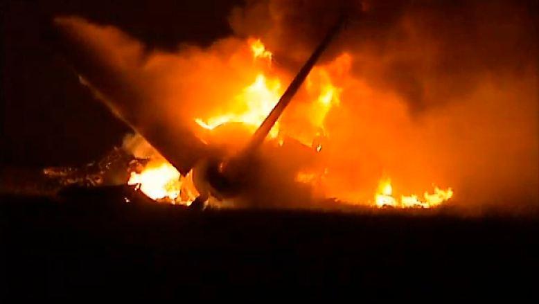 Großalarm am Flughafen Birmingham-Shuttlesworth (IATA-Code BHM) in Alabama: Beim nächtlichen Landeanflug auf Runway 18 zerschellt ein Frachtflugzeug wenige hundert Meter vor der Landebahn.
