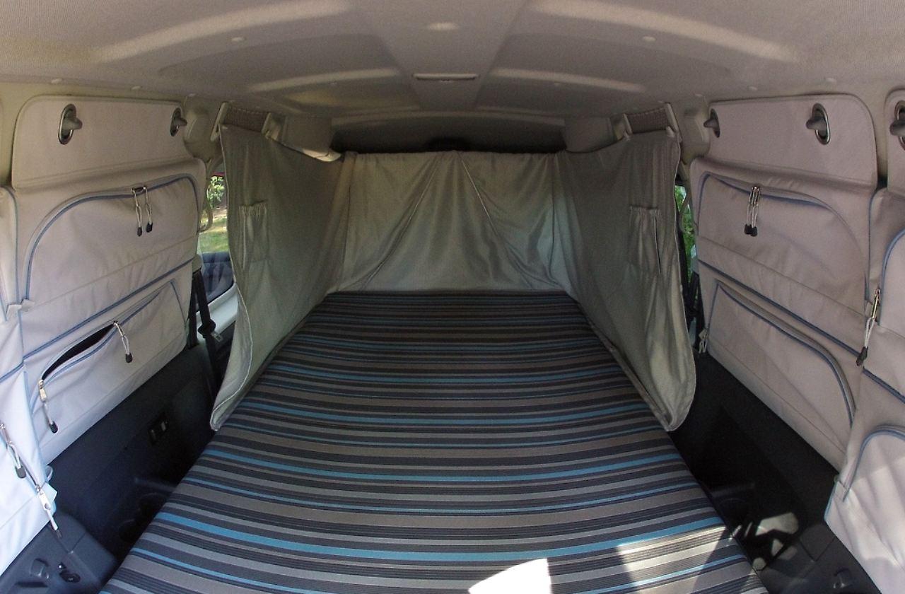 vw caddy tramper f rs spontane abenteuer ein bett macht. Black Bedroom Furniture Sets. Home Design Ideas