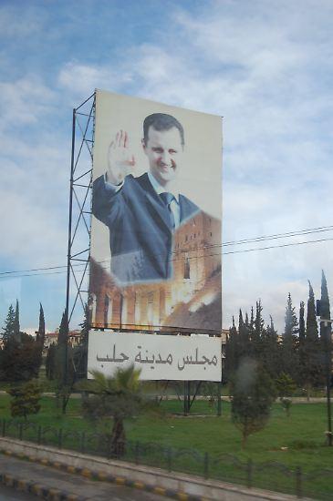 Baschar al-Assad: ein Name, der um die Welt geht. Dem syrischen Staatspräsidenten wird vorgeworfen, einen Giftgasanschlag auf die Bevölkerung ausgeübt zu haben.