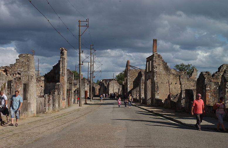 Die Straßen von Oradour-sur-Glane wirken wie die Kulissen eines Kriegsfilms.