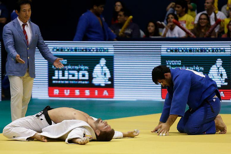 Bodenhaftung: Der deutsche Judoka Marc Odenthal genießt im Mannschaftswettbewerb der WM seinen Triumph über den Usbeken Erkin Doniyorov.