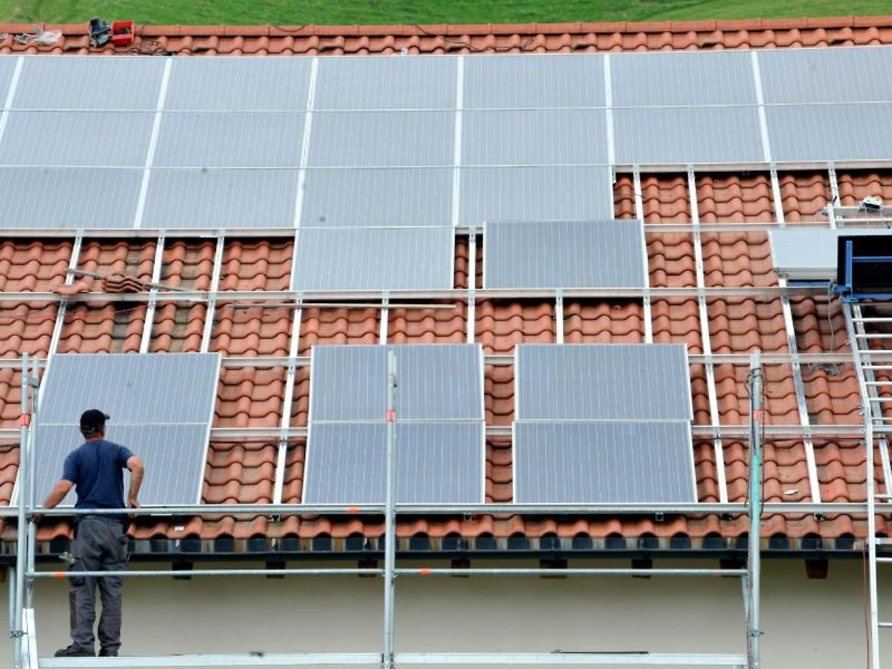zeitplan einhalten solaranlagen steuerlich absetzen n. Black Bedroom Furniture Sets. Home Design Ideas