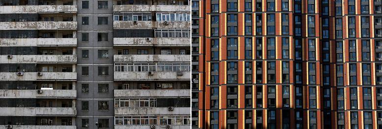 Die Zahl der Super-Reichen in China steigt rasant. Die Hauptquelle des Reichtums sind Immobiliengeschäfte, da die Grundstückspreise explodieren. Doch das ist nur die eine Seite: Die Schere zwischen Arm und Reich in dem (pseudo-)kommunistischen Land ist immens.