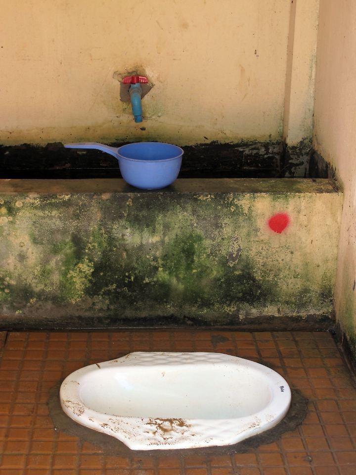 auf die toilette gehen ein luxus aufschrei auf dem stillen rtchen n. Black Bedroom Furniture Sets. Home Design Ideas