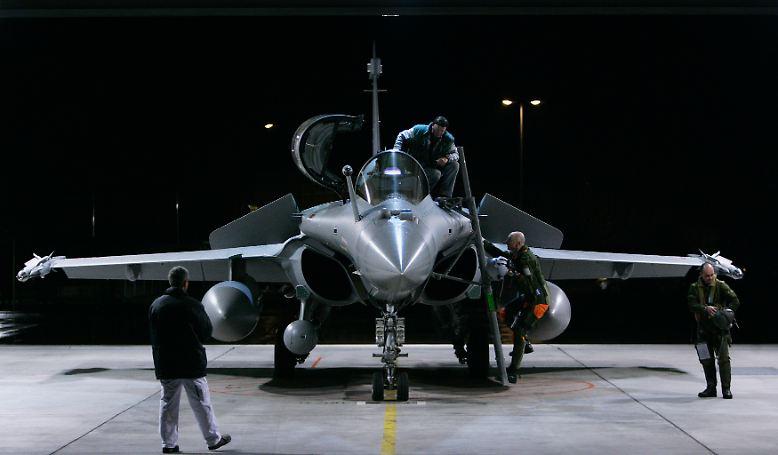 Die Anforderungen moderner Luftstreitkräfte sind enorm: In der kleinen, aber politisch hoch sensiblen Nische der Kampfflieger sollen die Modelle der Flugzeugbauer nicht nur den Luftraum beherrschen, sondern nebenbei auch Bodentruppen unterstützen.