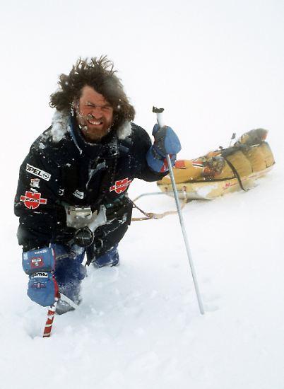 Es war ein Kampf gegen die Natur, den Körper und die anderen Gipfelstürmer: Am 16. Oktober 1986 stand der Extrembergsteiger Reinhold Messner ...