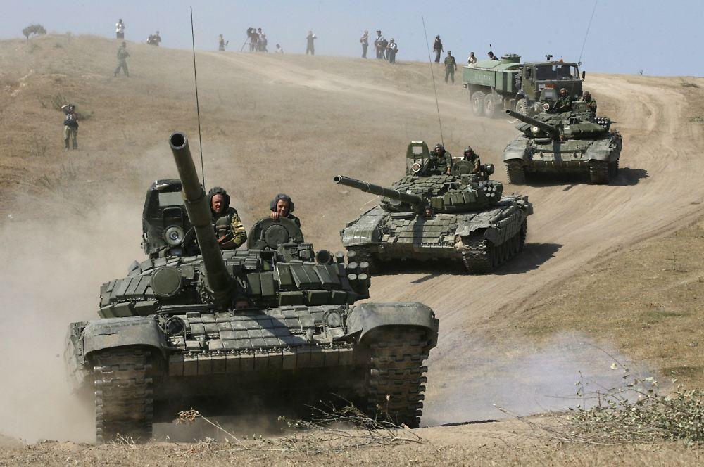 Moskau dementiert: Kiew: Russische Panzer an der Frontlinie - n-tv.de