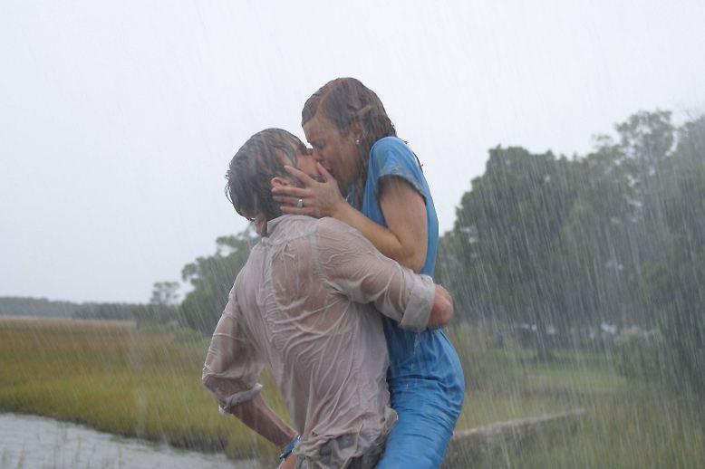 """Es muss ja nicht immer gleich """"Wie ein einziger Tag"""" sein. Wer sich am Valentinstag auf die Couch begibt, greift gern zum Liebesfilm."""