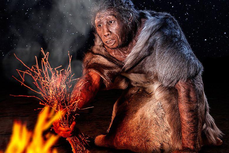 Erfindung Nummer 1: das Feuer. Es gilt als die wohl wichtigste menschliche Erfindung. Unser Vorfahr Homo erectus kontrollierte das Feuer als Erster, auch wenn er es noch nicht selbst erzeugen konnte.