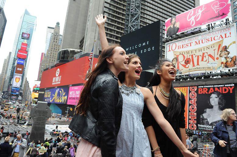 """Sie reisten nach New York, um den Titel zu holen. Ajsa, Vanessa und Anuthida (v.l.) wollten """"Germany's Next Topmodel"""" werden. Gewonnen hat am Ende ..."""