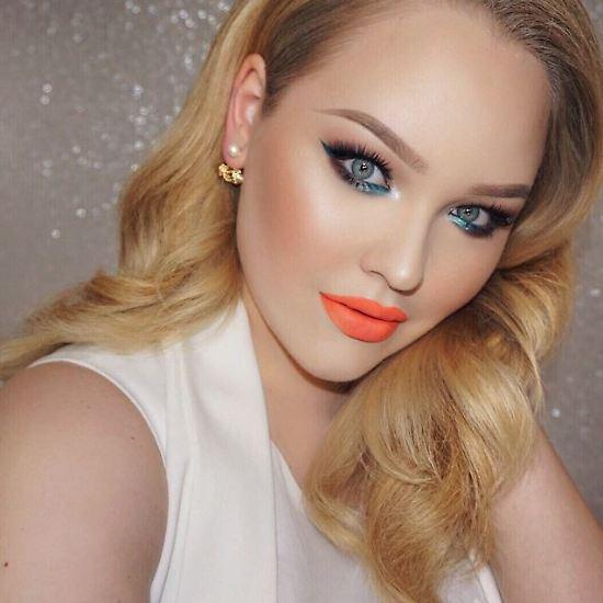 Halb geschminkt halb natrlich frauen demonstrieren die kraft von make up ist eine starke waffe manche wrden sagen die waffe der illusion thecheapjerseys Images