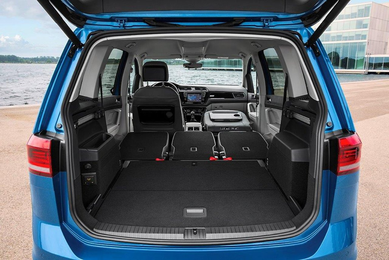 dem zeitgeist angepasst neuer vw touran gl nzt mit. Black Bedroom Furniture Sets. Home Design Ideas
