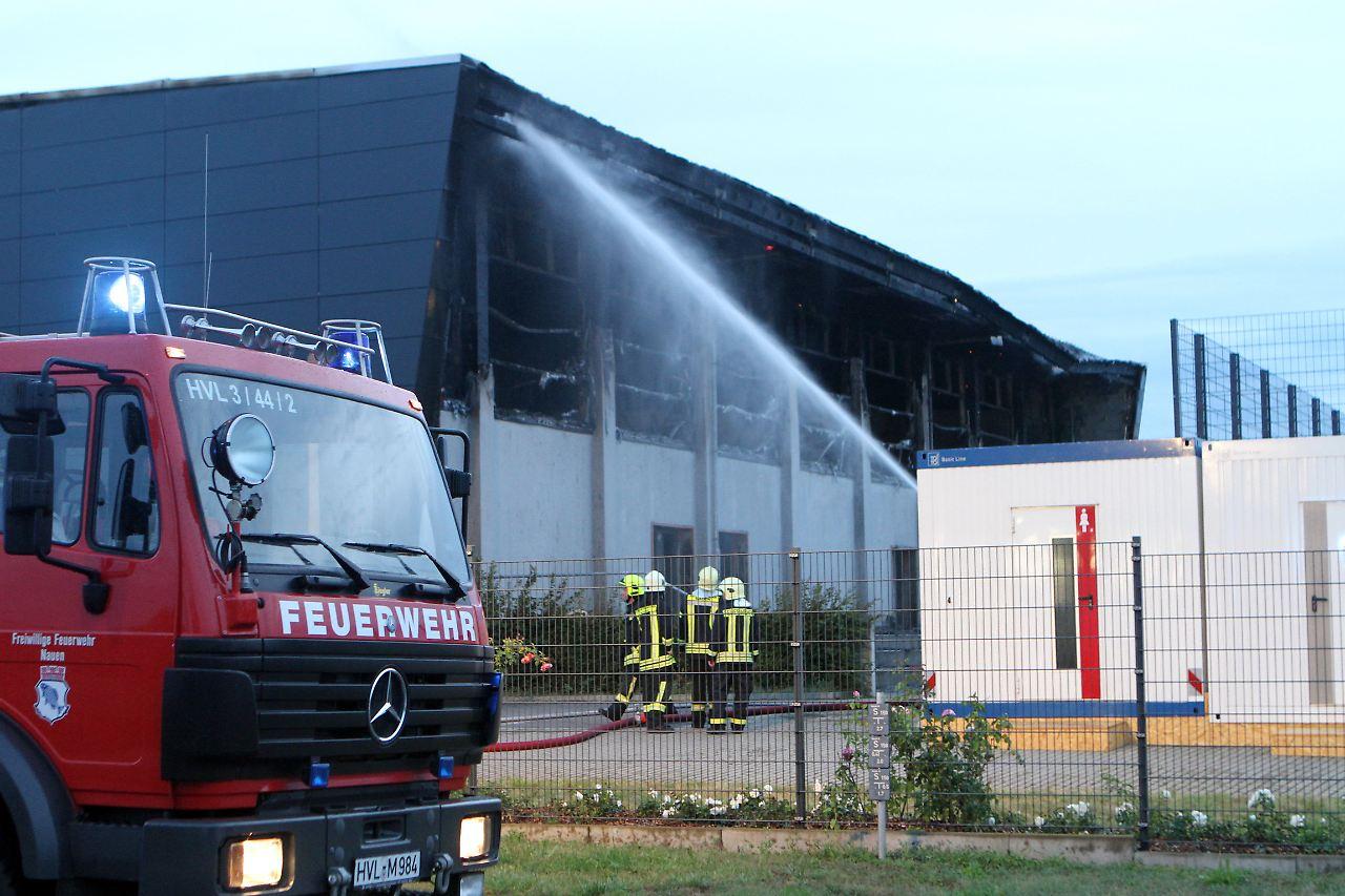 polizei vermutet brandstiftung wieder brennt geplantes fl chtlingsheim n. Black Bedroom Furniture Sets. Home Design Ideas