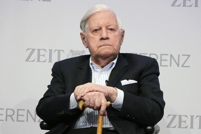 Helmut Schmidt: Kein Politiker genießt in jüngster Zeit so hohes Ansehen wie der ehemalige Bundeskanzler.