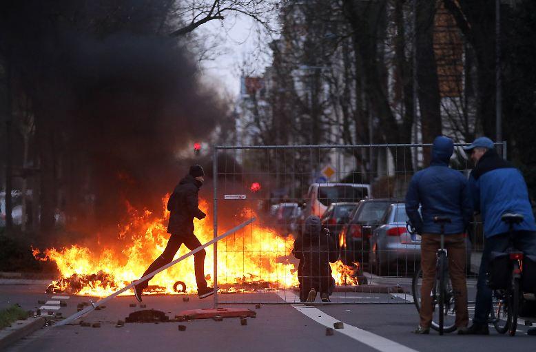 """Von """"offenem Straßenterror"""" spricht Leipzigs Oberbürgermeister Burkhard Jung."""