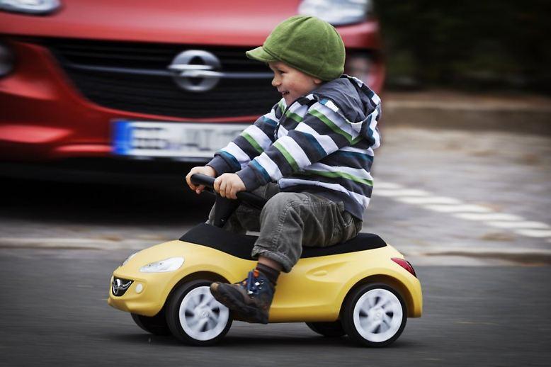Weihnachten naht und wie so oft gibt es bei den Geschenken Lücken. Hier sind einige Tipps für Menschen mit Benzin im Blut. Wer seinen Kindern etwas Gutes tun will, findet mittlerweile eine umfassende Auswahl an Bobby-Cars vieler Marken.