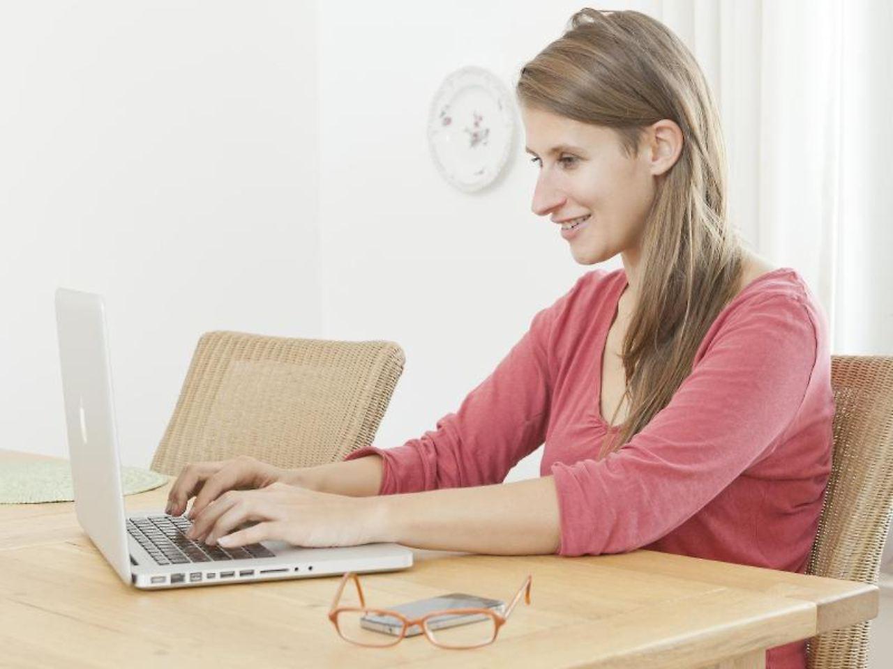 Arbeiten von zu Hause Unseriöse Angebote zur Heimarbeit