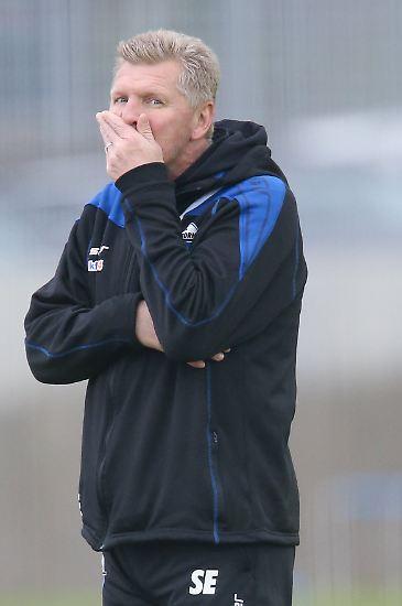 Unruhe in Paderborn: Trainer Stefan Effenberg stand kurz vor der Entlassung, weil Angreifer Nick  Proschwitz sich  im Trainingslager betrank und die Hosen herunterließ.
