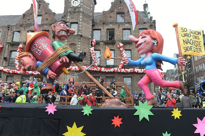Zum Düsseldorfer Karneval gehört der Rosenmontagszug genau so unumstößlich ...
